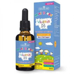 Βιταμίνη D3 για παιδιά και βρέφη 400iu 50ml σε μπυκαλάκι με δοσομετρητή με γαλάζια ετικέτα δίπλα στο κουτί του με επίσης γαλάζιο χρώμα