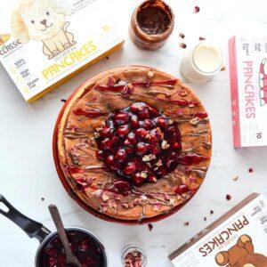 Κρέπες φτιαγμένες με το vegan μείγμα με σοκολάτα και φράουλες