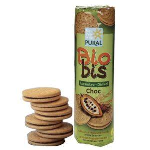 Μπισκότα vegan με γέμιση σοκολάτας & αλεύρι ντίγκελ βιολογικά Biobis Choc Pural 300gr σε πράσινη συσκευασία με 5 μπισκόντα αφημένα δίπλα